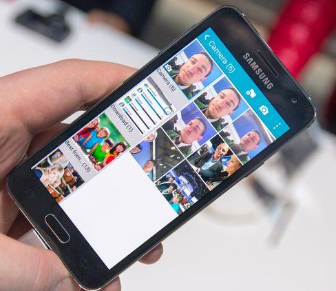 Fotogalleriet har ofte vært ett av stedene tregheter har dukket opp i Samsung-telefoner. Da vi startet appen på Galaxy A3 gikk det hele fort og greit.