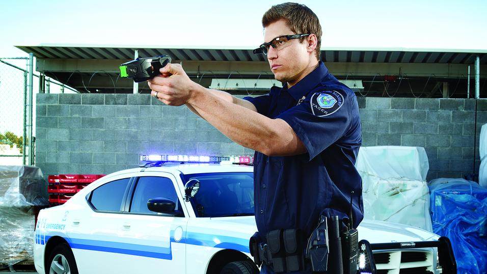 Dette er de nye elektrosjokkvåpnene LAPD nå skal bruke.