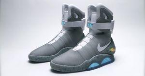 I 2011 laget Nike et par framtidssko, men utelot den viktigste funksjonen - selvknyting. I år har de lovet å gjøre opp for seg.