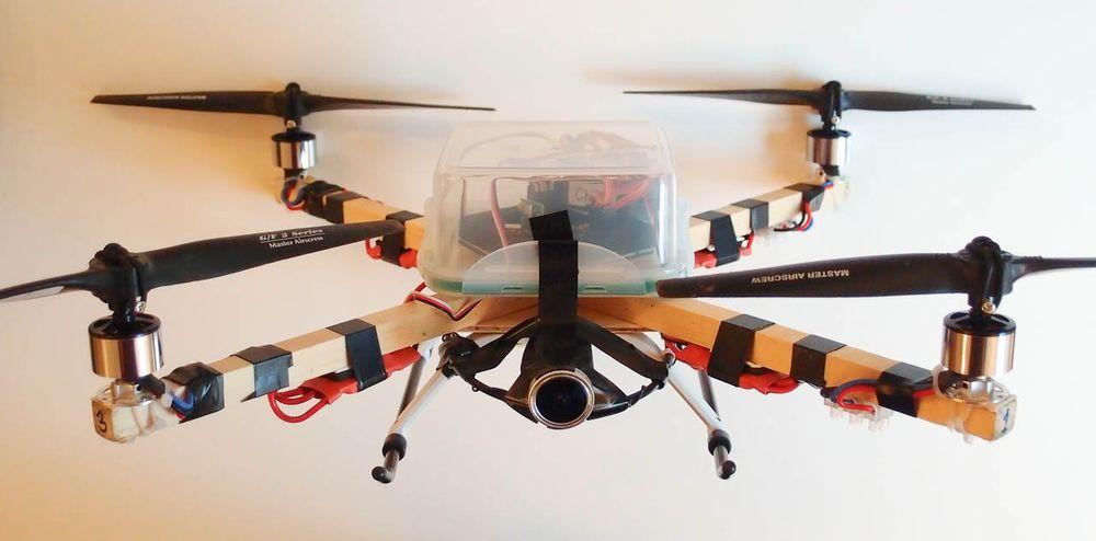 Solheims første selvbyggerdrone, klar for flyvning.