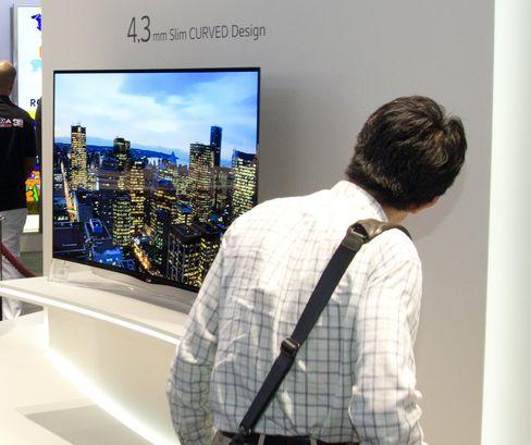 LG 65EC970V har både OLED-panel og 4K-oppløsning.