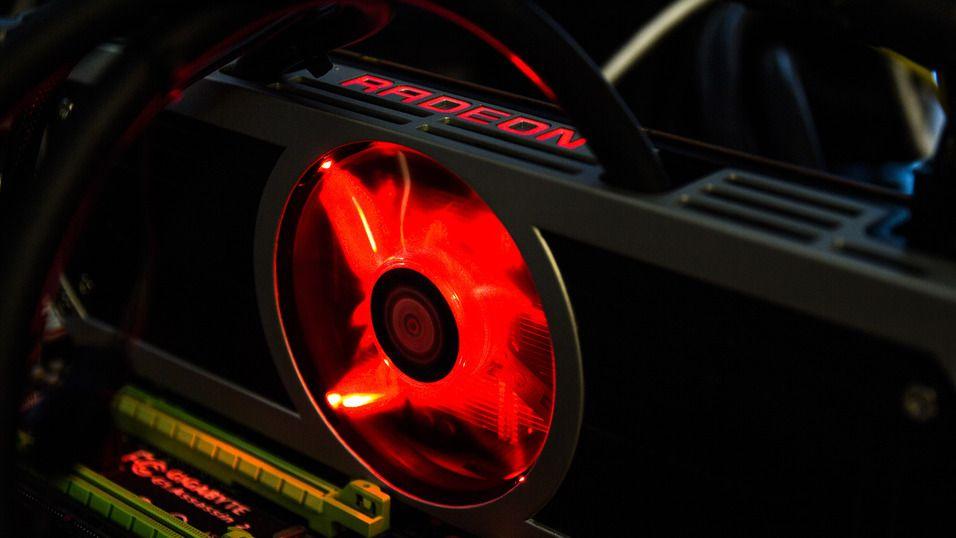 Det ventes at AMDs Radeon R9 380X vil få vannkjøling, akkurat som det avbildede og hittil raskeste skjermkortet Radeon R9 295X2.