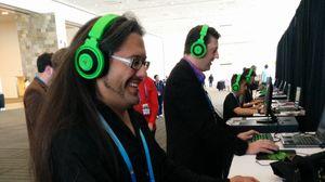 John Romero (t.v.) spilte også Doom på GDC 2014. Her med Gearbox-leder Randy Pitchford.