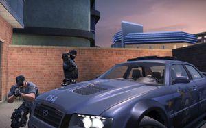 Tøffe politimenn i PC-versjonen.