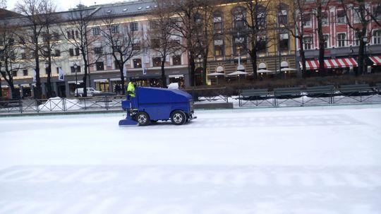 Isen holder i sjakk, midt i Oslo-sentrum.