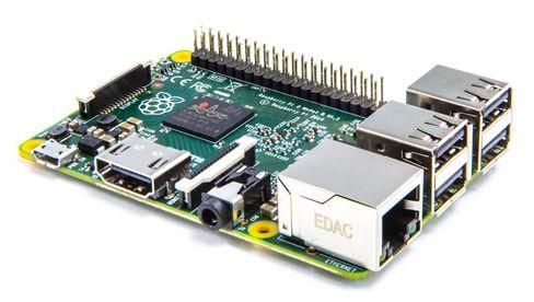 Raspberry Pi 2, en liten datamaskin på størrelse med et bankkort.
