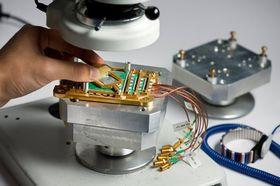 Slik ser kvanteprosessorene til D-Wave ut. Det er uvisst akkurat hvilken type som er avbildet her.