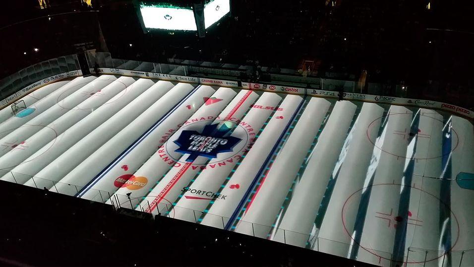 Sjekk ishockey-banen forvandles så fort musikken går på