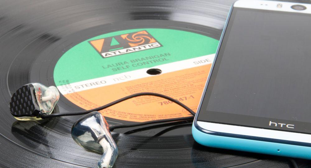 M-Fidelity fungerer godt med de fleste mobiltelefoner, men du kan likevel tjene mye lydkvalitet på å koble dem til kraftigere saker hjemme.