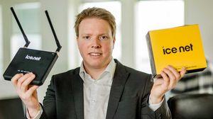 Eivind Helgaker kan i dag smile bredt. Han har fått et mobilnett, og en haug med kunder.