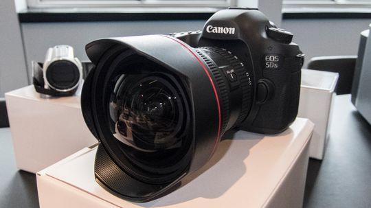 Canons 11-24 millimeter er et monster av en vidvinkel. Kvalitet koster, og særlig god vidvinkel-optikk er dyrt; og med en prislapp på nærmere 30 000 kroner ligger nok akkurat denne utenfor de flestes budsjett. Men det er lov å drømme.