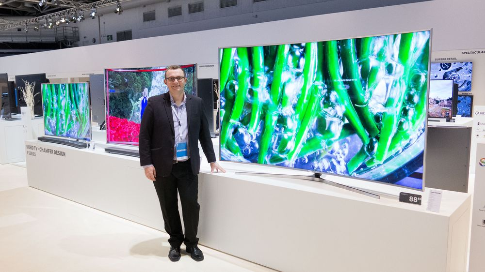 Knut-Eirik Rørnes viste oss de nye 2015-modellene til Samsung.