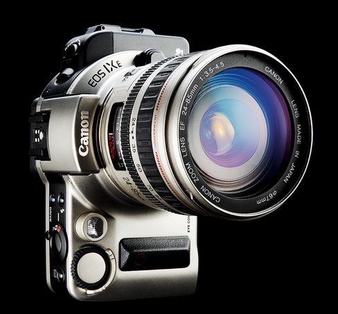 Goldfinger: Canon EF 24-85mm f/3.5-4.5 USM.