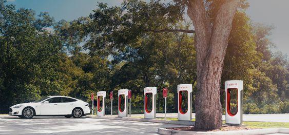 Hva med å lade hjemmet ditt på en Supercharger-stasjon?