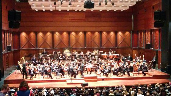Trondheim symfoniorkester gjør seg klare, mens publikum setter seg (Foto: Jens Erik Vaaler/Gamer.no).