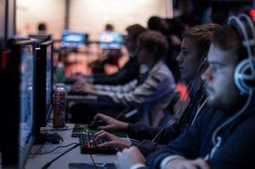 Flere av Norges mest kjente e-sportutøvere deltok i konkurranser på Gigacon i fjor høst.