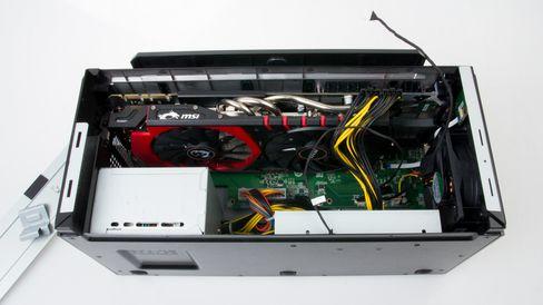 i GamingDocken sitter allerede en strømforsyning på 450 watt, og den er klargjort for at du kan sette inn et valgfritt grafikkort samt en 3,5-tommers harddisk.
