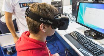 Snart kan du oppleve Facebook i VR