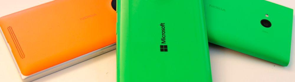 Lumia 535 er den første i serien som det bare står Microsoft på. På dette bildet ser du også Lumia 830 til venstre, og Lumia 735 til høyre. Begge er høyst kompetente telefoner, men i en litt annen prisklasse enn Lumia 535.