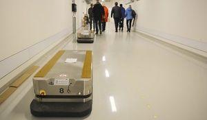 Transportrobot: AGV-er som denne skal frakte varer automatisk rundt i de store lokalene på det nye sykehuset.