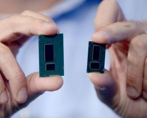 Haswell-prosessoren (til venstre) ved siden av de nye Broadwell-prosessoren.