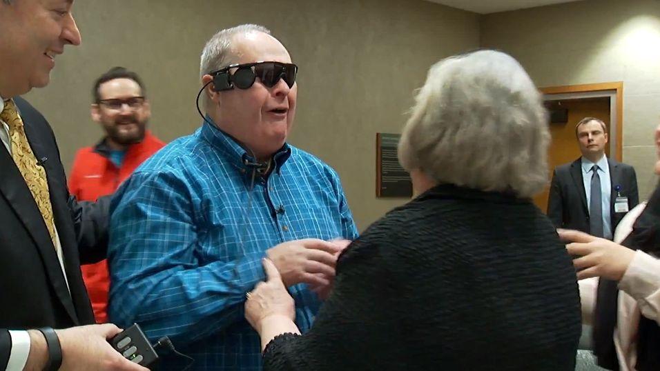 Blind mann fikk se kona si for første gang på 10 år