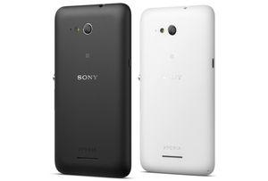 Sony Xperia E4g får du i sort eller hvit utførelse.