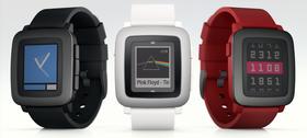 Pebble Time kommer i tre farger.
