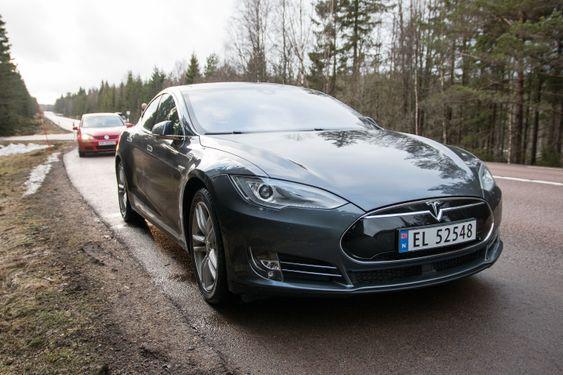 ec59f39c Tesla har ? by p?, og koster godt over 800 000 kroner hvis du skal ha alt  av ekstra finesser og tjenester.