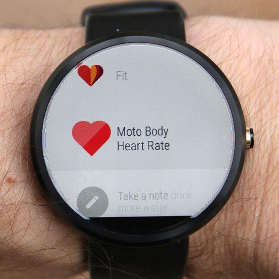 Moto 360 har innebygget pulsmåler og skritteller.
