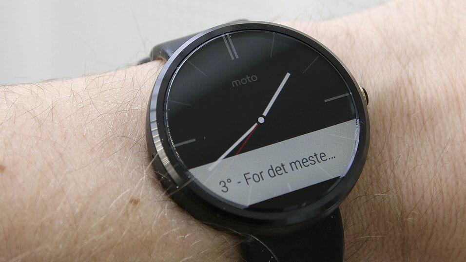 Den nye smartklokken fra Samsung får etter alt å dømme en rund form à la Motorola Moto 360, her avbildet.