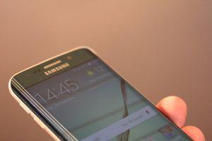 Den buede skjermen blir visstnok kun å finne på én Samsung-toppmodell neste år. Dette er Galaxy S6 Edge.
