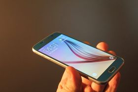 Her ser du Samsung Galaxy S6.