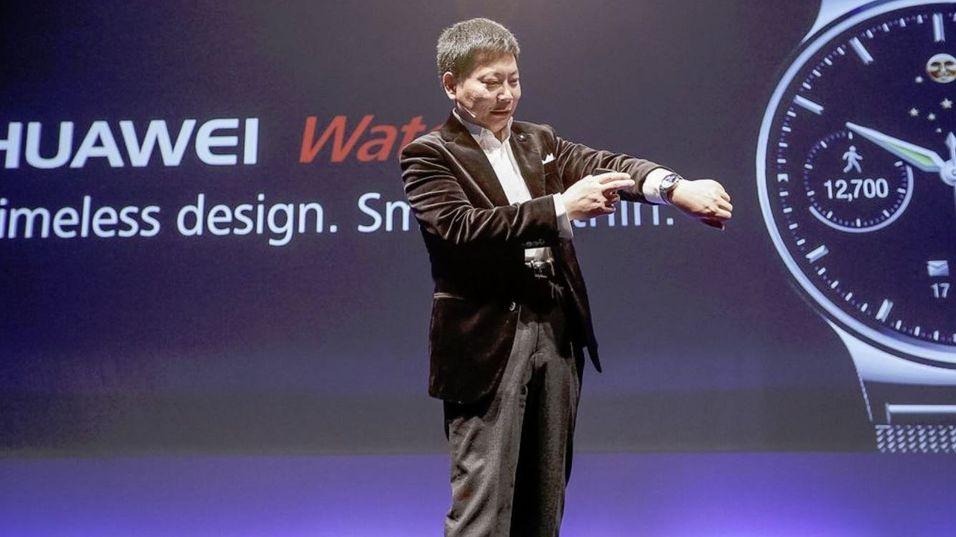 Huawei under avdukingen av den nye smartklokken på MWC-messen i mars.