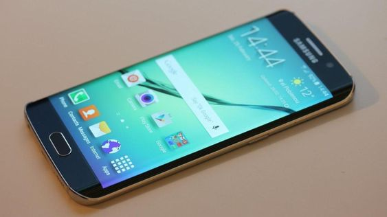 Samsung Galaxy S6 Edge har buede kanter.
