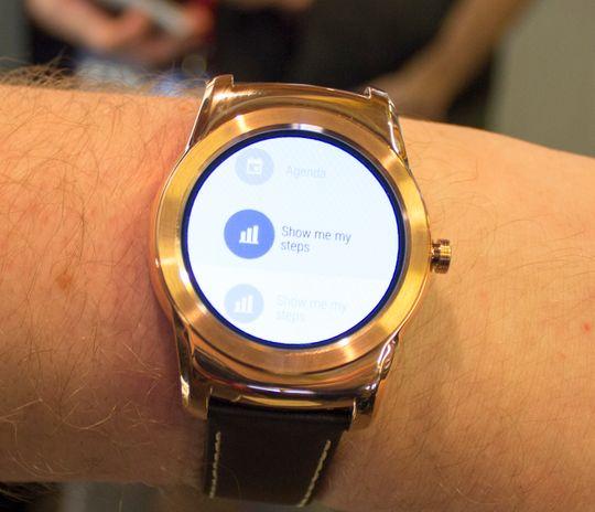 Watch Urbane kjører Android Wear, og vi opplever den som litt lite intuitiv i bruk.