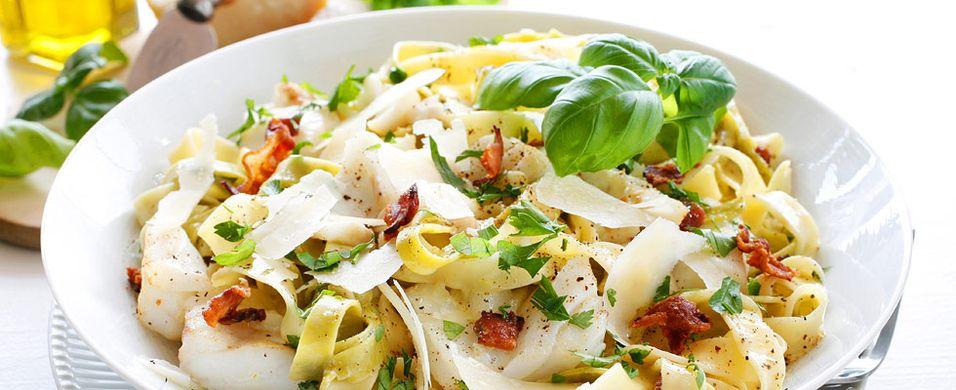 Pasta carbonara med torsk og bacon - Aperitif.no