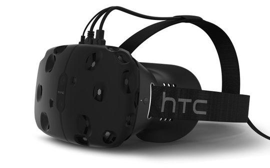 Slik ser HTCs pressebilder av Re Vive ut. Ved endelig lansering skal kablene den trenger være samlet i én enkelt tråd, og håndkontrollene skal være trådløse.