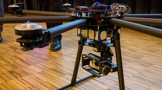 Denne droneprototypen kan inspisere linjestrekk gjennom forhåndsdefinerte GPS-koordinater. Den har innebygget infrarødt kamera som lar den spotte feil gjennom automatisk dataprosessering, og en lidar – som hindrer den i å krasje.