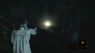 Natalia kan peke på gjenstander og se fiender gjennom vegger.