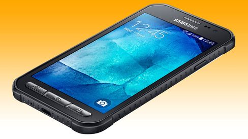 Galaxy Xcover 3 har hentet mye av designen fra fjorårets Galaxy S5 Active.