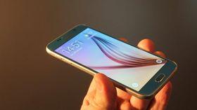Analytikere mener Samsung har hatt et uheldig stort fokus på maskinvare med sin nye toppmodell Galaxy S6.