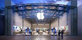 Apple har hatt fysiske butikker lenge. Nå kommer Google etter. Her fra Apple Store i Santa Monica i California.
