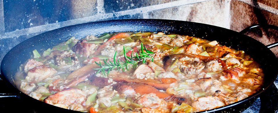 Paella med kjøtt og sopp er knallgodt