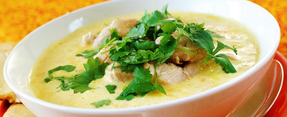 DAGENS RETT: Prøv denne kyllingsuppen med indisk vri