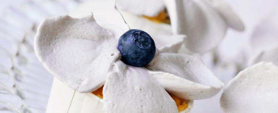 Luftige vaniljecupcakes med blåbær