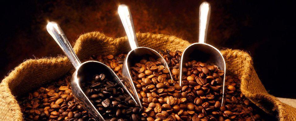 Kaffeprisene nær halvert