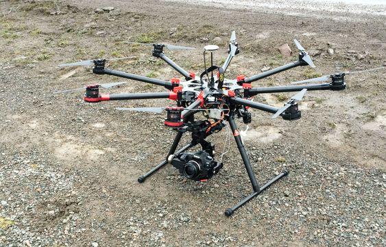 Her ser du Kim-David Østgårds octocopter.