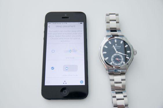 Du kan bestemme i appen om du skal sove med klokken på eller ha den under puten.