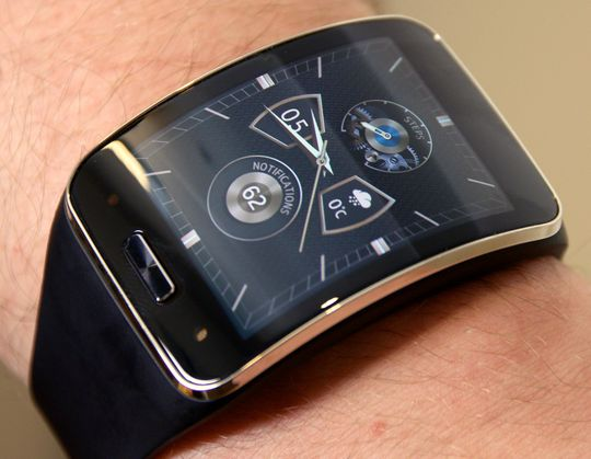 Samsung Gear S er den mest komplette av smartklokkene så langt, med innebygget SIM-plass og 3G-tilkobling er dette i praksis en helt telefon.